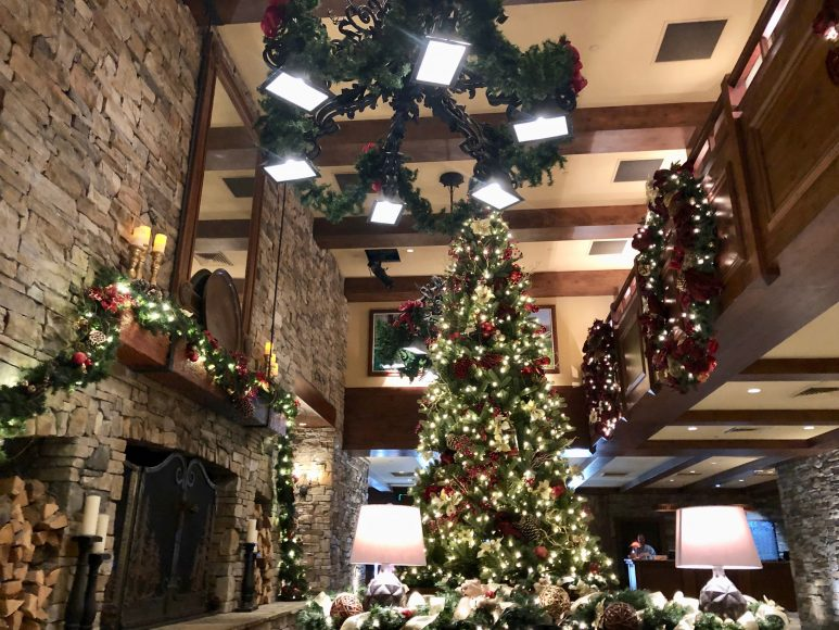 Catching those holiday vibes (and a glass of complimentary bubbles at check-in!) at the Hyatt Regency Lake Tahoe.