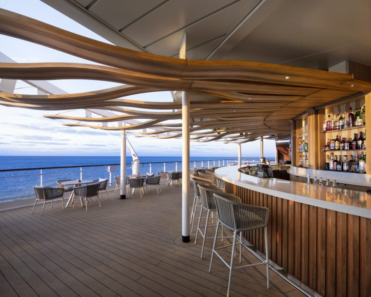 Alfresco dining and cocktails at the Sunset Bar. {Photo: Celebrity Cruises}